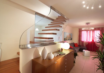 Wave Glass wall staircase
